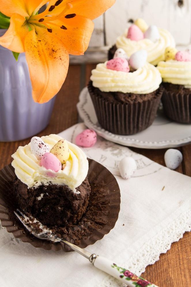 czekoladowe muffiny z kremem maślanym