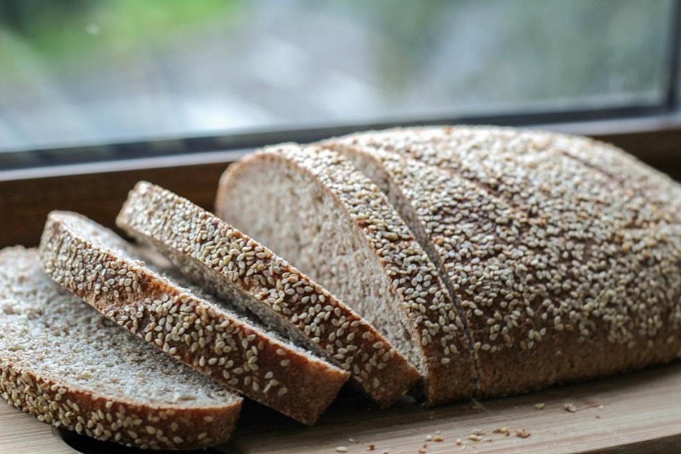 chleb pszenny z sezamem