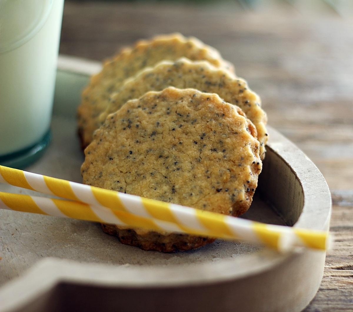 Maślane ciasteczka cytrynowe z makiem...