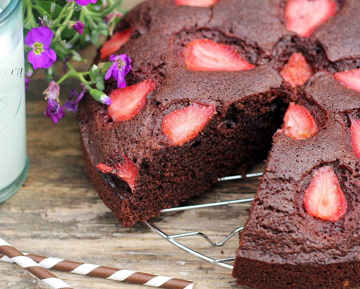 Szybkie ciasto czekoladowe z truskawkami...