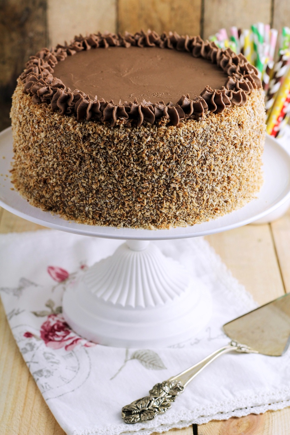 tort czekoladowy z posypką kokosową