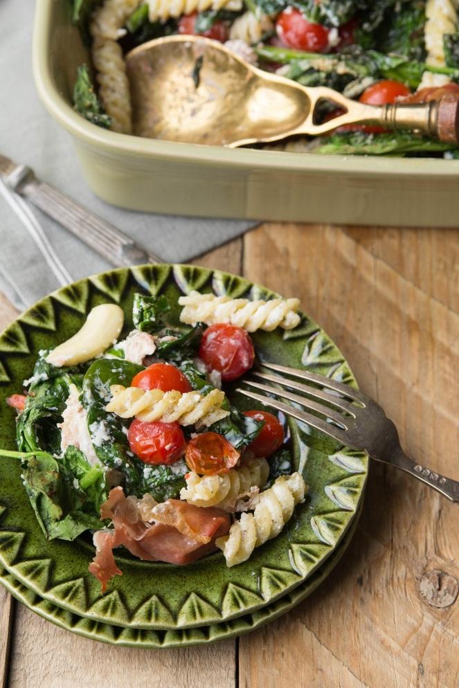 zapiekanka makaronowa ze szpinakiem, pomidorkami i ricottą