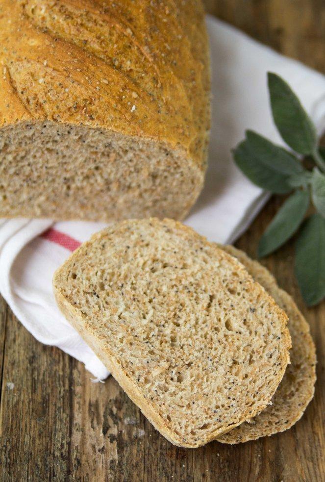 łatwy i szybki chleb drożdżowy z mieszanki mąk z makiem